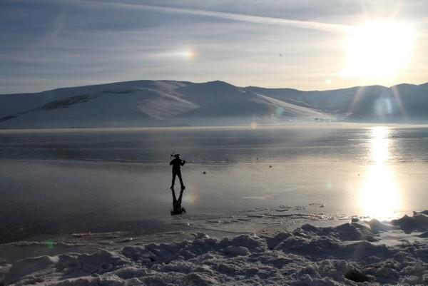 Lake Çıldır in Ardahan has begun to freeze. (IHA Photo)