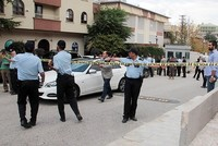 Ein Angreifer, anscheinend mit einem Messer bewaffnet, versuchte am Mittwoch in die israelische Botschaft in Ankara einzudringen. Er wurde seitens der türkischen Sicherheitskräfte anschossen und...