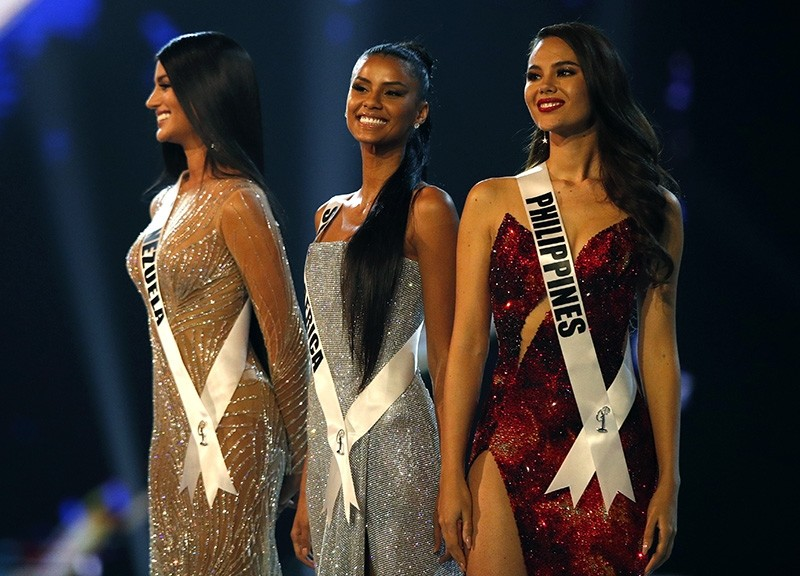 Miss Venezuela Sthefany Gutierrez (L), Miss South Africa Tamaryn Green (C) and Miss Philippines Catriona Gray (R) during the Miss Universe 2018 at Impact Arena in Bangkok, Thailand, Dec. 17, 2018. (EPA Photo)
