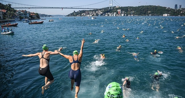 2,400 swimmers gear up for race across Bosporus
