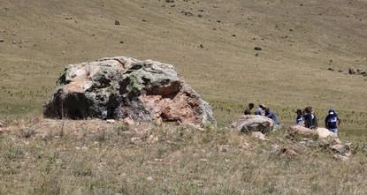 Les fouilles commencent sur le rocher hittite avec des hiéroglyphes