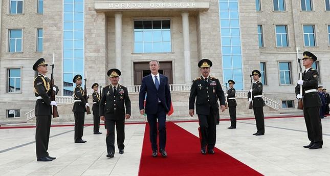 وزير الدفاع التركي يلتقي نظيره الأذربيجاني