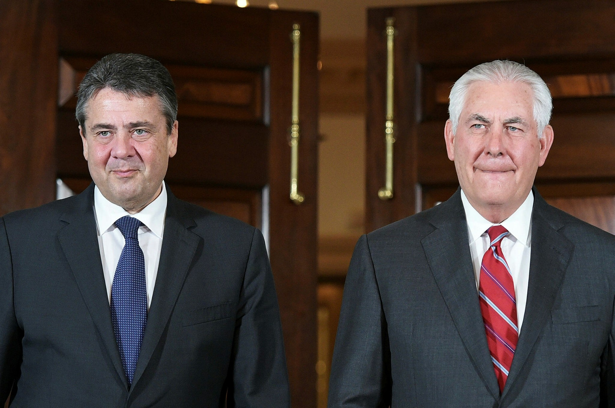 US Secretary of State Rex Tillerson (R) and Germany's Foreign Minister Sigmar Gabriel arrive to pose for photos ahead of a bilateral at the State Department in Washington, DC on November 30, 2017. (AFP Photo)