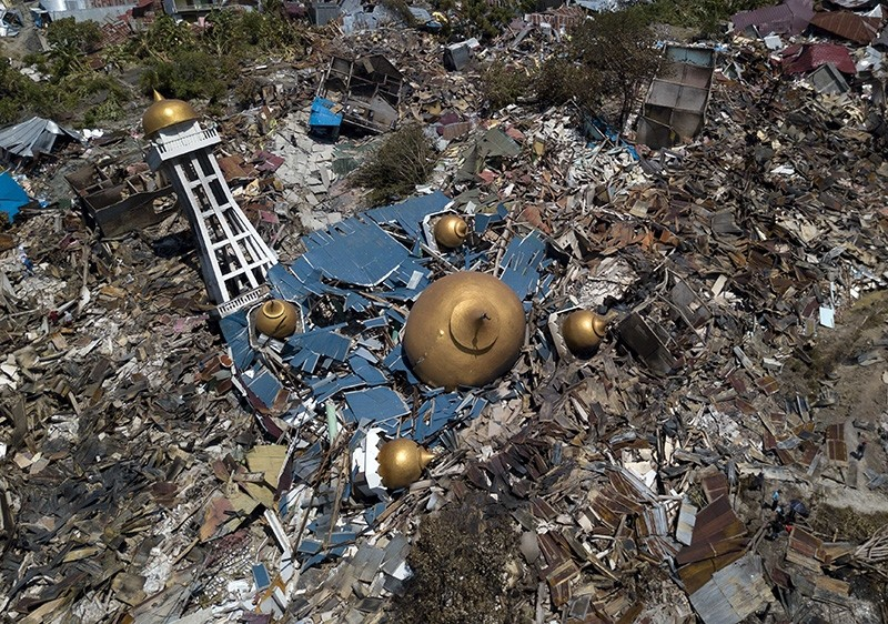 An aerial view taken with a drone camera of an earthquake devastated mosque and surrounding area in Palu, Central Sulawesi, Indonesia, Sept. 30, 2018. (EPA Photo)