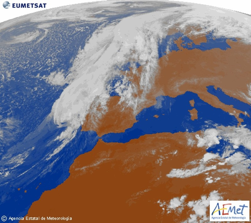 This handout image released Oct. 13, 2018 by the Spanish Meteorological Agency (AEMET) shows an infrared satellite image of hurricane Leslie approching the Iberian Peninsula. (AFP Photo/ AEMET handout/EUMETSAT)