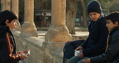 لا تتركني.. فيلم يروي قصصاً مؤثرة لأيتام سوريين احتضنتهم تركيا