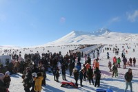 100,000 ski enthusiasts, visitors flock to Mount Erciyes over the weekend
