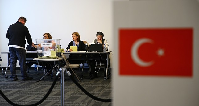A Turkish citizen casts his vote in New York's Turkish embassy on April 9, 2017. (AA Photo)