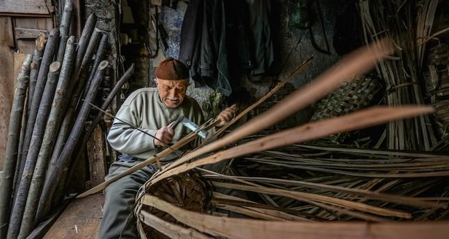 Kemal Kayaoğlu usta master has been weaving baskets in his Istanbul Eminönü workshop for 73 years. Anadolu Agency Photo