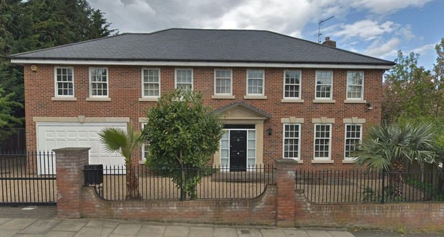 FETÖ fugitive Ali Çelik resides in this 14-room manor in London.