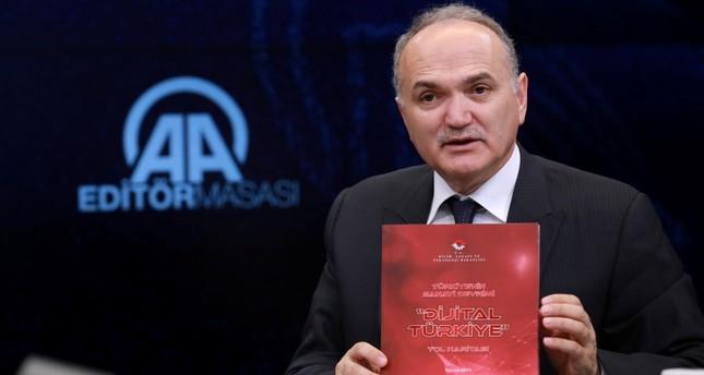 وزير العلوم والصناعة والتكنولوجيا التركي فاروق أوزلو