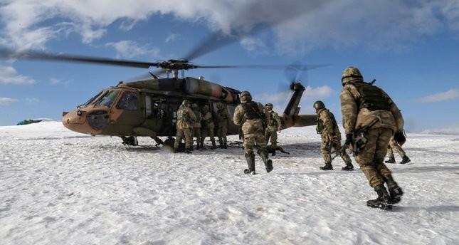 صورة لمجموعة من الجنود الأتراك المشاركين في عملية أمنية ضد تنظيم بي كا كا الإرهابي بولاية ديار بكر جنوب رقي تركيا