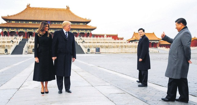 U.S. President Donald Trump (L) and first lady Melania Trump visit the Forbidden City with Chinese President Xi Jinping (R), Beijing, China, Nov. 8, 2017.