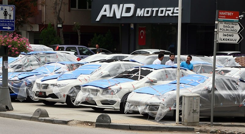 Following a storm and hail on July 27, which caused significant damage in Istanbul, a car dealer covers vehicles that were put up for sale, in Kadu0131ku00f6y, Istanbul, Aug. 22, 2017. (AA Photo)