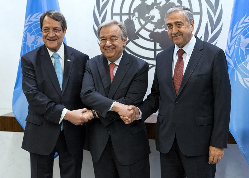 U.N. Secretary-General Antonio Guterres (center), shakes hands with Turkish Cypriot President Mustafa Aku0131ncu0131 (right) and Greek Cypriot leader Nicos Anastasiades, left, at the UN headquarters Sunday, June 4, 2017 (AP Photo)