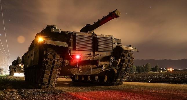 Turkish tanks en route to Syria's Afrin (AA Photo)