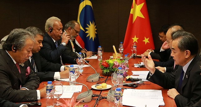 China's Foreign Minister Wang Yi (R) holds a bilateral meeting with Malaysia's Foreign Minister Anifah Aman on the sidelines of the 50th Association of Southeast Asian Nations (ASEAN) regional security forum in Manila on August 6, 2017. (AFP Photo)