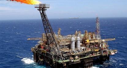 صعود أسعار النفط بفعل تخفيض أوبك للإنتاج وتوقعات هبوط المخزونات الأمريكية