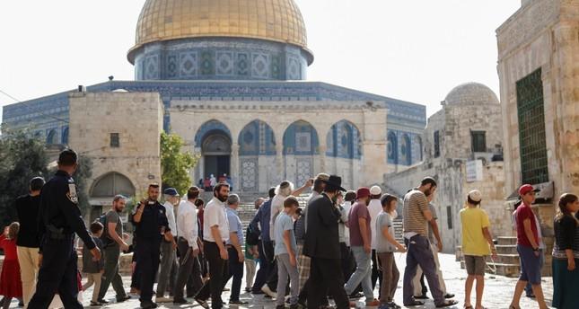 أكثر من ألف مستوطن إسرائيلي يقتحمون المسجد الأقصى بحماية الشرطة