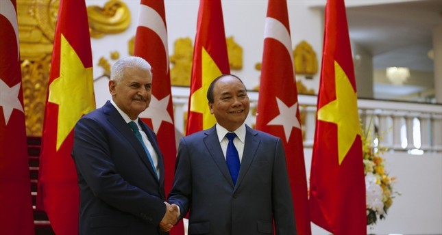 PM Yıldırım (L) and Vietnamese PM Phuc (R) secured the agreement on a number of issues including defense, trade, transportation, maritime safety and education.