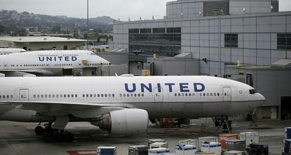 pDie US-Fluggesellschaft United Airlines hat einen Passagier gewaltsam aus der Kabine entfernen lassen, weil das Flugzeug überbucht war. Der Vorstandsvorsitzende von United, Oscar Munoz,...