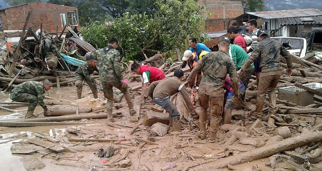 A handout picture provided by the Colombian Army shows soldiers work to rescue victims of a landslide in Mocoa, Colombia, 1 April 2017 (EPA Photo)