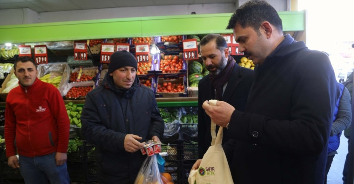 Minister of Environment and Urbanization Murat Kurum hands out canvas bags to shoppers in Ardahan, March 18, 2019.