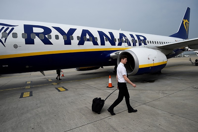 A pilot disembarks a Ryanair flight at Stansted airport in London, Britain September 27, 2017. (Reuters Photo)