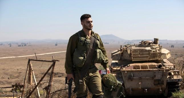 جندي إسرائيلي على الحدود السورية (EPA)