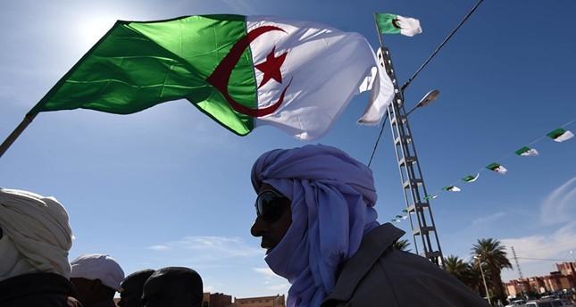 أحزاب المعارضة الجزائرية تدعو في بيان مشترك لفترة انتقالية في البلاد