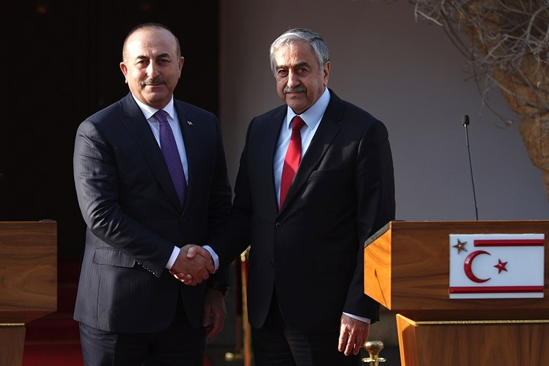 Turkish Cypriot leader Mustafa Aku0131ncu0131 (R) holds a press conference with Turkish Foreign Minister Mevlu00fct u00c7avuu015fou011flu after a meeting on February 21, 2017, in the northern part of Nicosia, Turkish Republic of Northern Cyprus (TRNC). (AFP Photo)