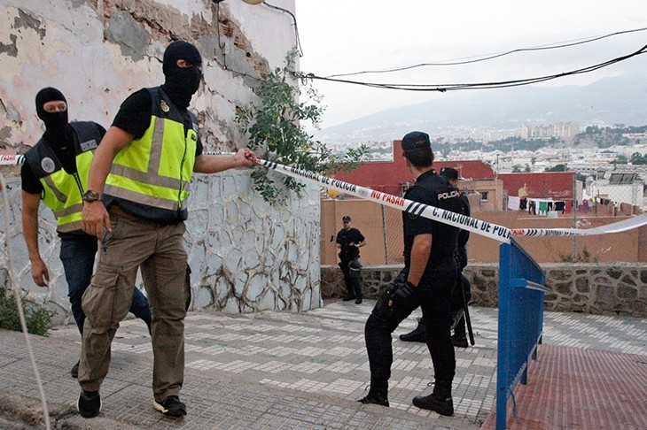 Spanish National Police agents guard the surroundings of a home during a search in Melilla, Spanish enclave on the north of Africa, Sept. 6, 2017. (EPA Photo)