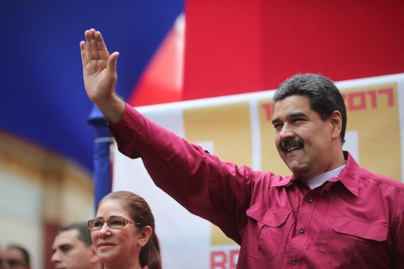 Venezuelan President Nicolas Maduro greets and addresses supporters in Caracas, Venezuela, Nov. 7 2017. (EPA Photo)