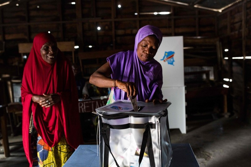 A woman casts her ballot at the Matcha polling station in Sake, North Kivu, Congo, on December 30, 2018. (AFP Photo)