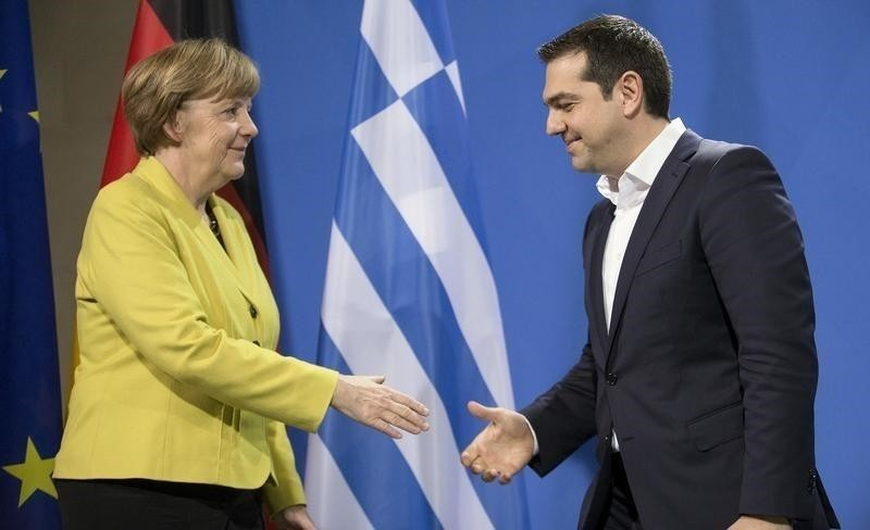 German Chancellor Angela Merkel and Greek Prime Minister Alexis Tsipras go to shake hands after addressing a news conference at the Chancellery in Berlin March 23, 2015. (Reuters Photo)