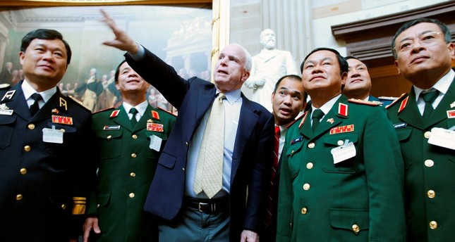 U.S. Senator John McCain (R-AZ) (C) gives a tour of the Rotunda to Vietnam's Vice Minister of Defense Lieutenant General Do Ba Ty (2nd R) and his entourage at the U.S. Capitol in Washington, June 20, 2013. (Reuters Photo)