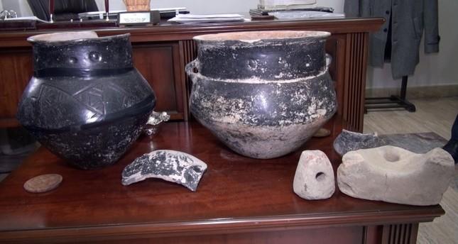 مزراع تركي يعثر على قطع أثرية عمرها 5 آلاف عام