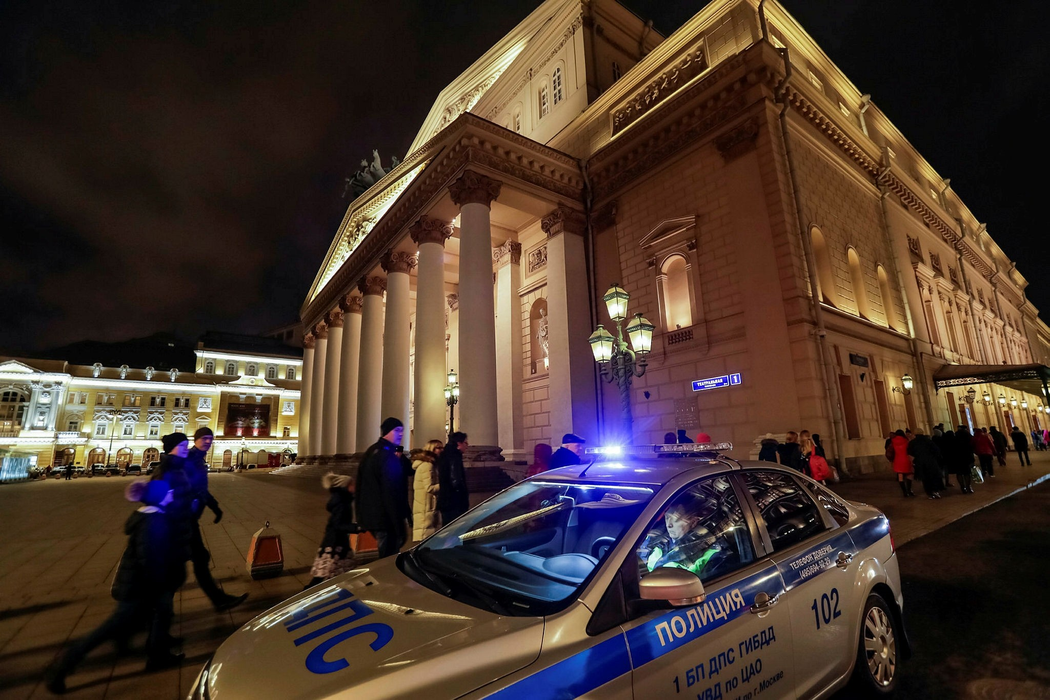 A police car is seen in front of the Bolshoi theater after bomb threats in Moscow, Russia November 5, 2017. (Reuters Photo)