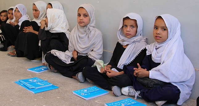 Afghan girls receive school bags and books distributed by UNICEF (EPA Photo)