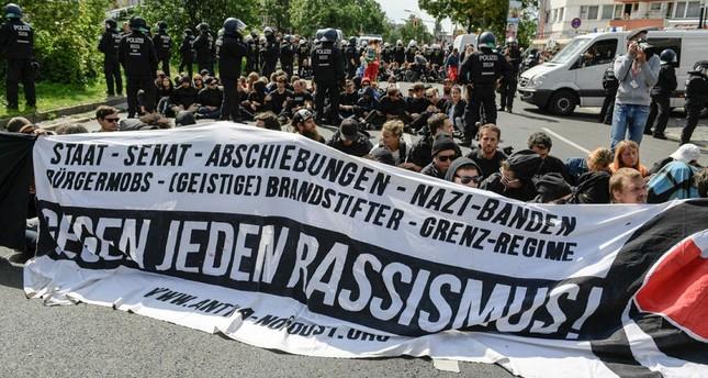 Proteste gegen Neonazi-Demonstration in Berlin