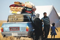 Thousands of displaced Syrians gather at borders, with nowhere to go