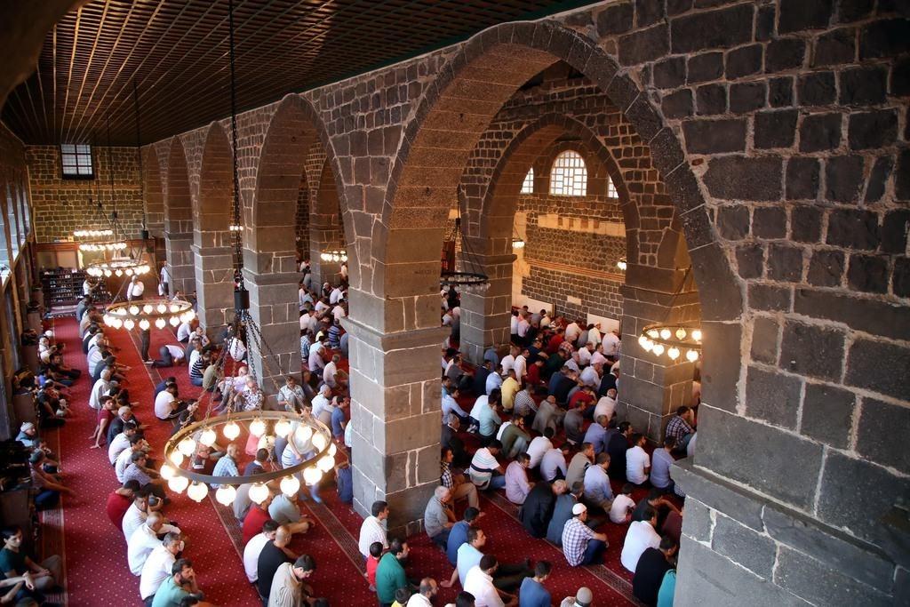 Eid al-Fitr 2016: Turkey celebrates end of Ramadan across country