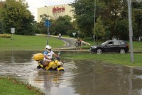 Heavy rains flood parts of Istanbul, strand drivers