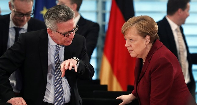 German Chancellor Angela Merkel (R) listens to the Minister of the Interior, Thomas de Maiziere (L) at the beginning of a meeting in Berlin, Germany, 05 April 2017. (EPA Photo)