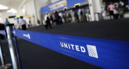 pUnited Airlines has opened an investigation into the report that a giant rabbit, bred to be the world's largest, died on one of its trans-Atlantic flights./p