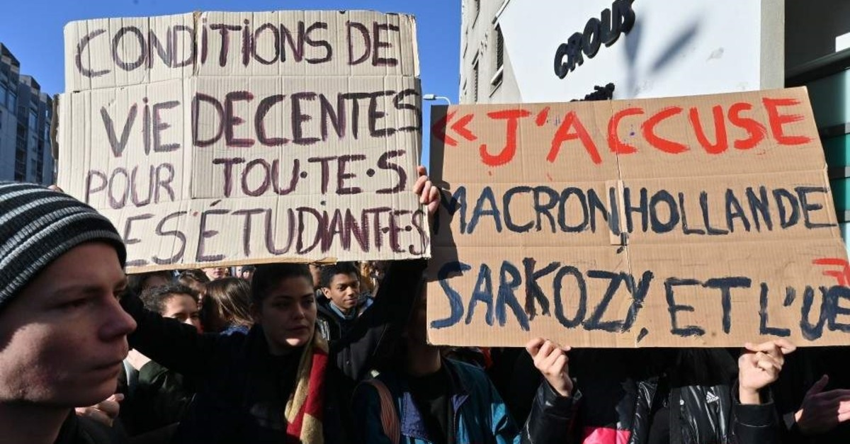 Students gather outside a campus administrative building, Lyon, Nov. 12, 2019. (AFP Photo)