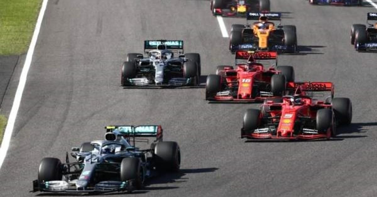 Valtteri Bottas (bottom L) leads Sebastian Vettel (R) early in the first turn in the  Japanese Grand Prix final, Suzuka, Oct. 13, 2019. (AFP photo)