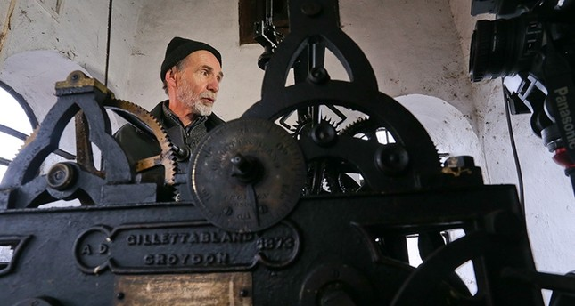 Mensur Zlatar, 71, has adjusted Sarajevo's lunar clock for prayer times for half a century, continuing his duty even through the Bosnian War. (AA Photo)