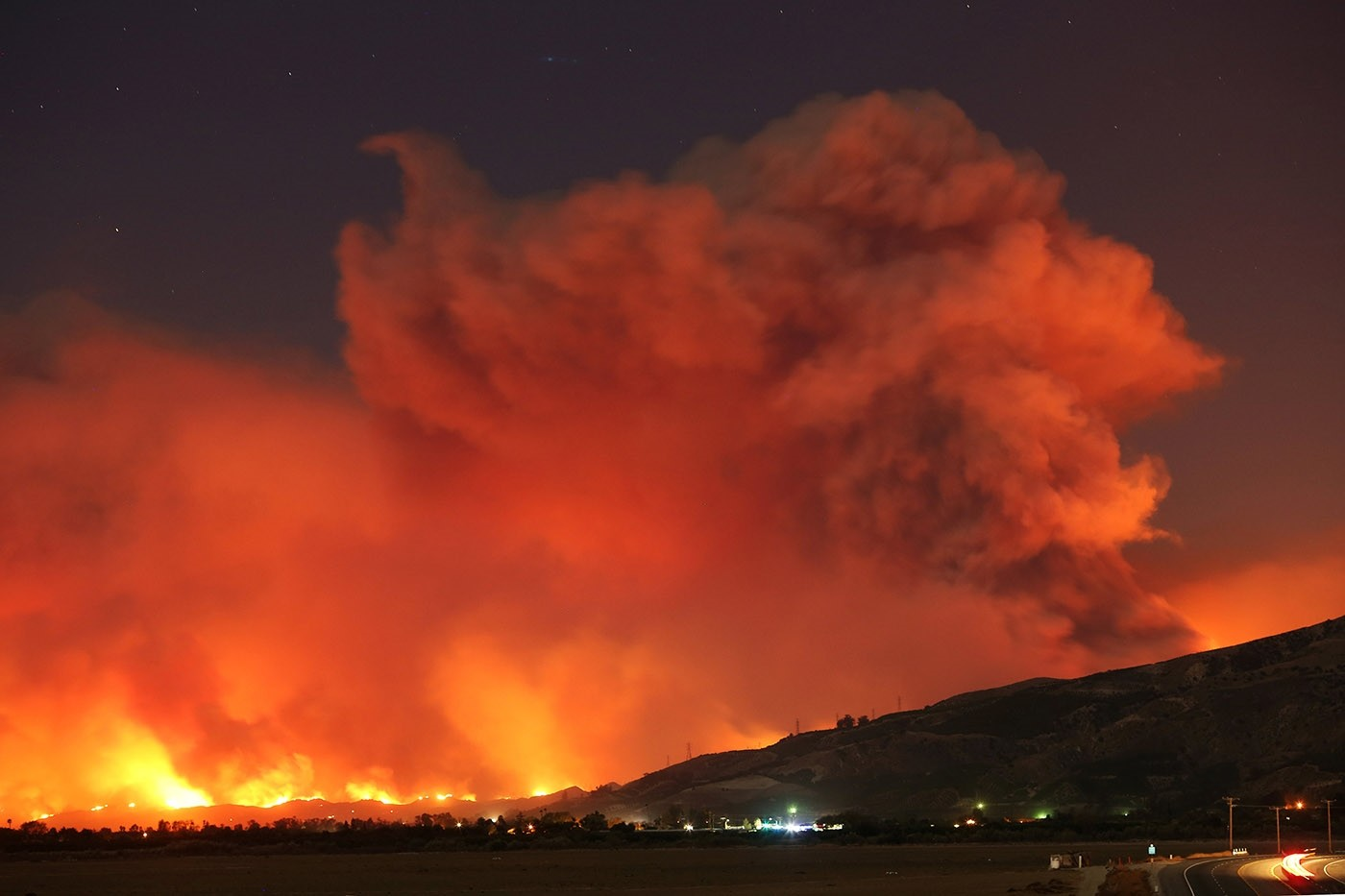 Smoke rises into the night sky as strong winds push the Thomas Fire across thousands of acres near Santa Paula, California, U.S., December 4, 2017. (Reuters Photo)