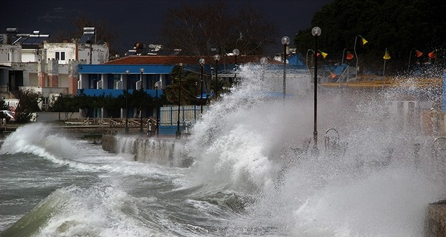 Waves pound the coastline in Edremit district of northwestern Balıkesir province, Turkey, on March 3, 2018. (IHA Photo)
